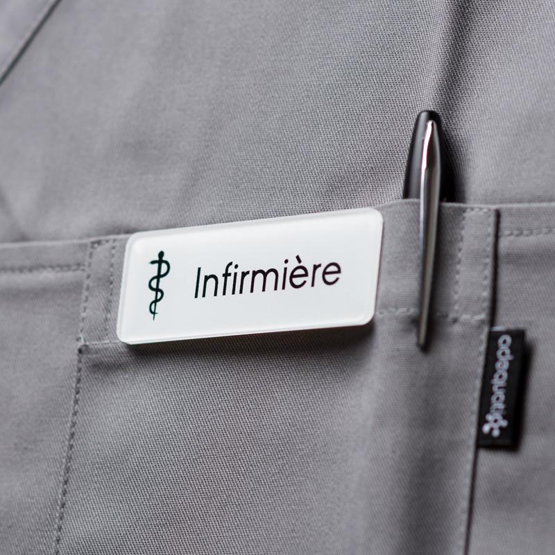 Badge magnétique d'infirmière - Blanc